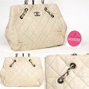 CHANEL Bags - CHANEL White Caviar Quilted Shoulder Bag